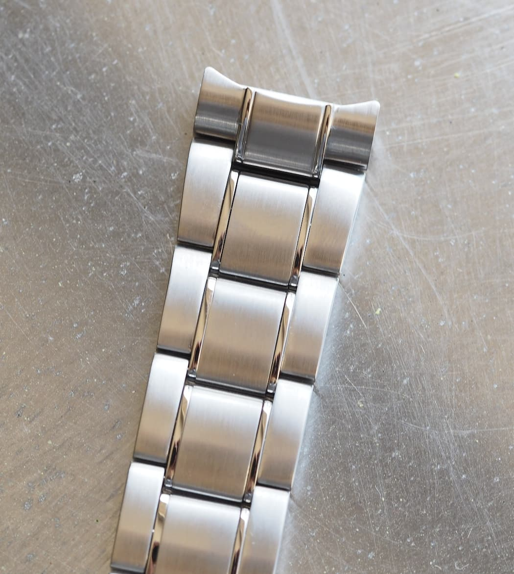 A closer look at the Seiko MM300 bracelet