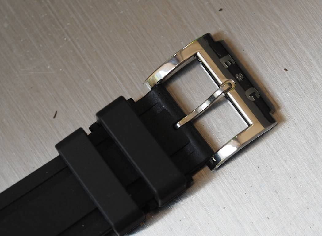 The bold pin buckle found on the Scafograf 300
