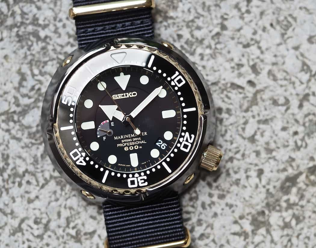 The gold bezel, with its deep ridges, looks amazing on the Seiko Spring Drive Tuna