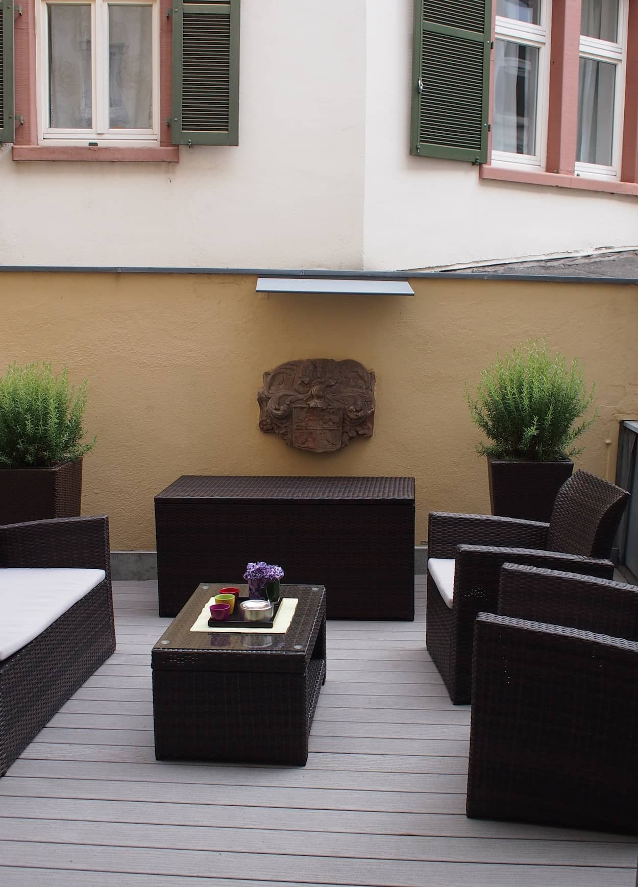 The upstairs terrace of the Sinn boutique