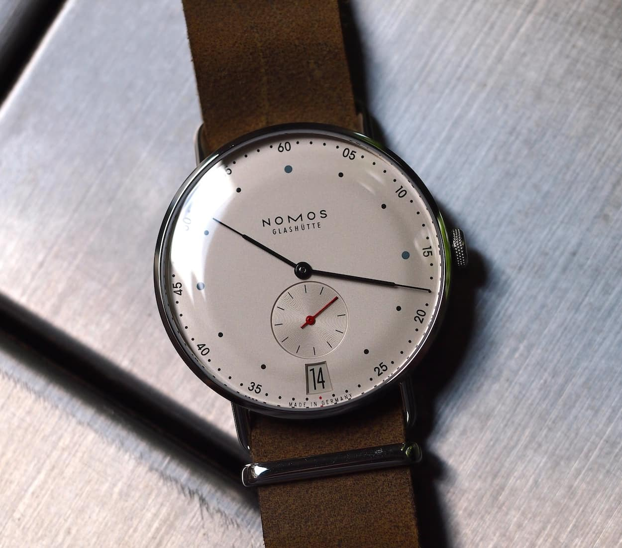 Nomos Metro 38 head-on
